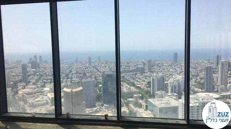 חלון עם נוף לים במשרד במגדל מידטאון תל אביב