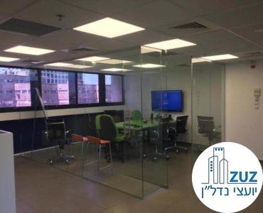 חדר ישיבות מזכוכית במשרד ברחוב טיומקין תל אביב