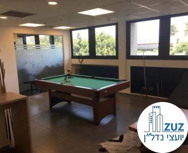 שולחן סנוקר במשרד ברחוב טיומקין תל אביב