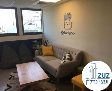 פינת ישיבה במשרד ברחוב טיומקין תל אביב
