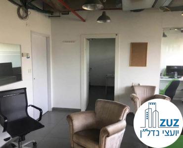 כניסה לחדרים במשרד במתחם רוטשילד תל אביב