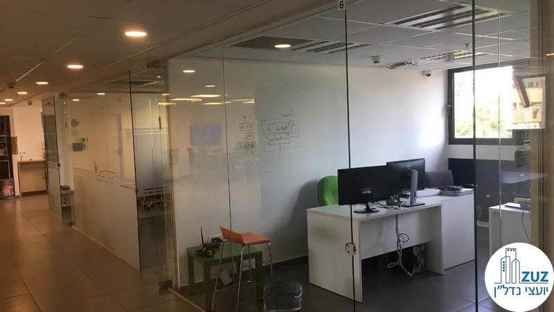כניסה לחדרים במשרד ברחוב טיומקין תל אביב