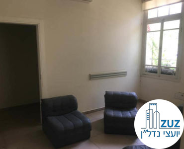 חדר עם כיסאות במשרד בשדרות רוטשילד תל אביב