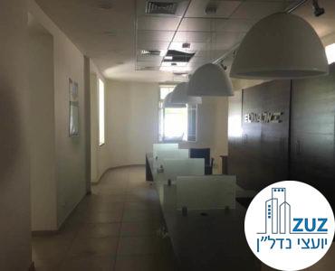 אופן ספייס עם עמדות עמדות עבודה במשרד בשדרות רוטשילד תל אביב