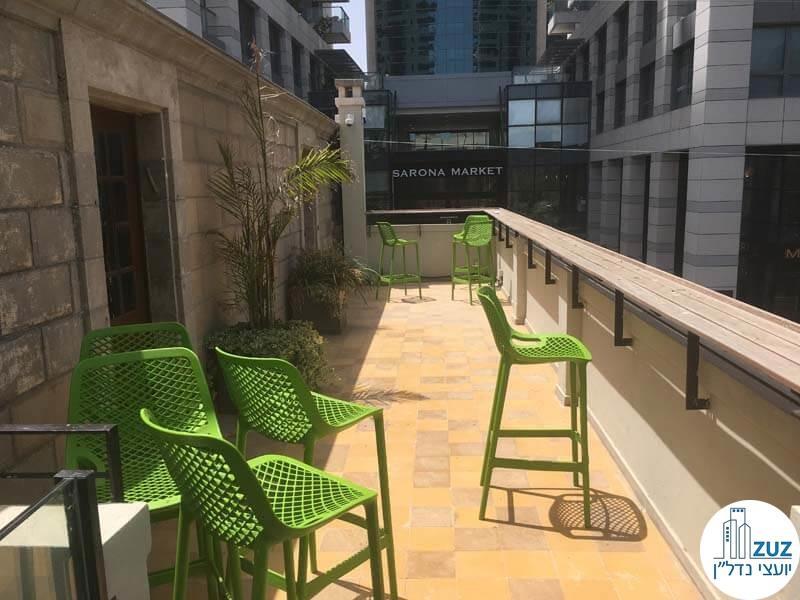 מרפסת של משרד במתחם הטמפלרים בשרונה בתל אביב