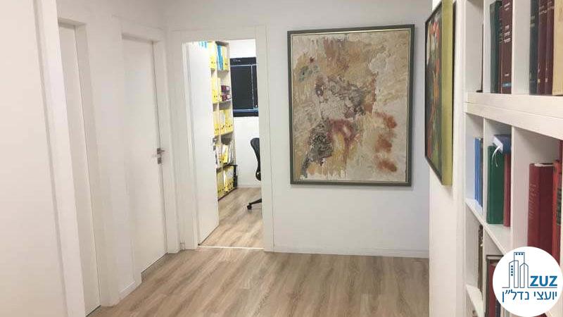 כניסה לחדרים במשרד במגדלי שקל תל אביב
