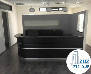 עמדת קבלה במשרד בבית עמגר תל אביב