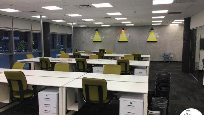 עמדות עבודה במשרד בבית אמפא תל אביב
