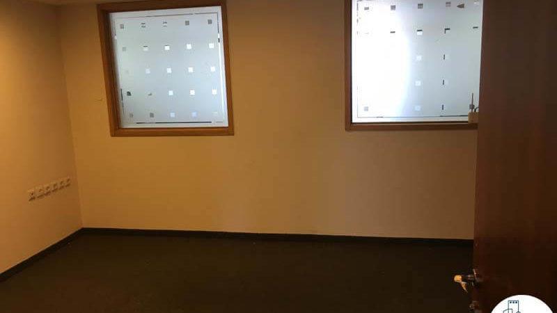 חדר עם חלונות במשרד במגדל כלבו שלום תל אביב