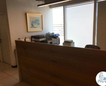 עמדת קבלה במשרד במגדל אלקטרה סיטי תל אביב