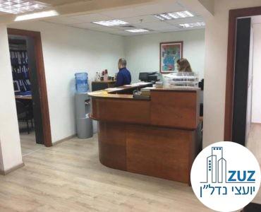 עמדת קבלה במשרד בבית הדר דפנה תל אביב