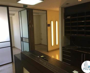 פינת כניסה במשרד במגדל נצבא תל אביב