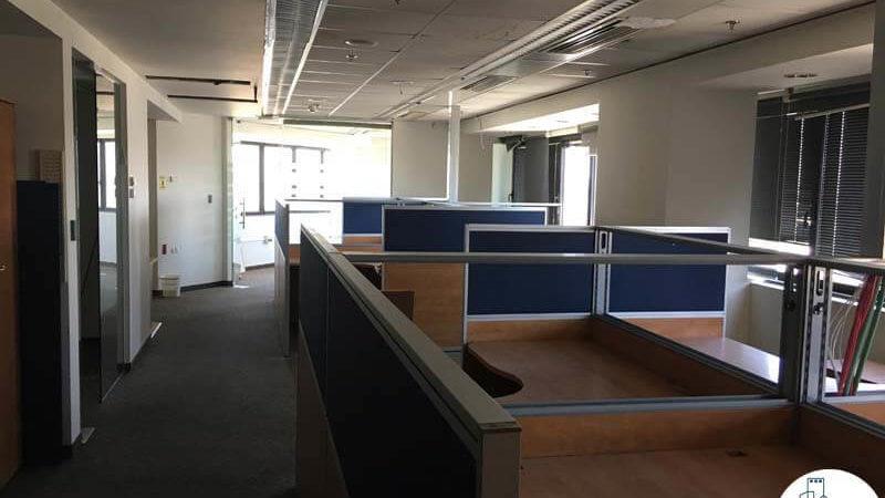 עמדות עבודה במשרד במגדל נצבא תל אביב