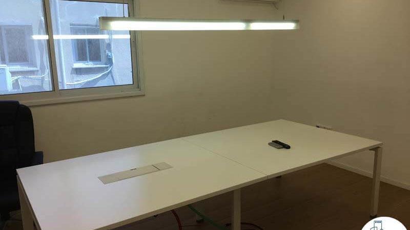 חדר ישיבות עם שולחן במשרד ברחוב אחוזת בית תל אביב