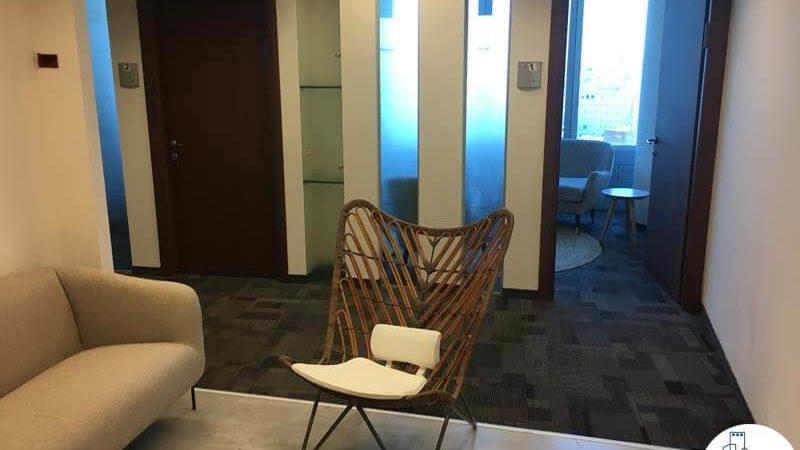 פינת כניסה במשרד במגדל סונול תל אביב