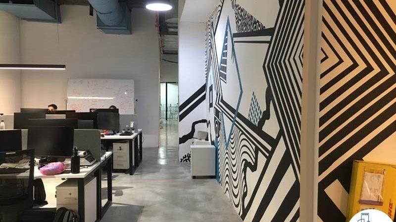 קיר מעוצב במשרד ליד רכבת השלום תל אביב