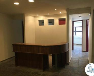עמדת קבלה במשרד ברחוב האומנים תל אביב