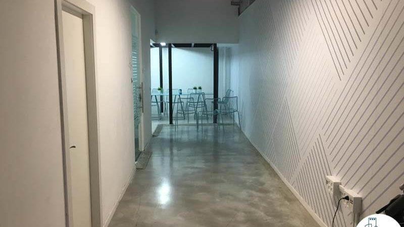 מסדרון במשרד ליד רכבת השלום תל אביב
