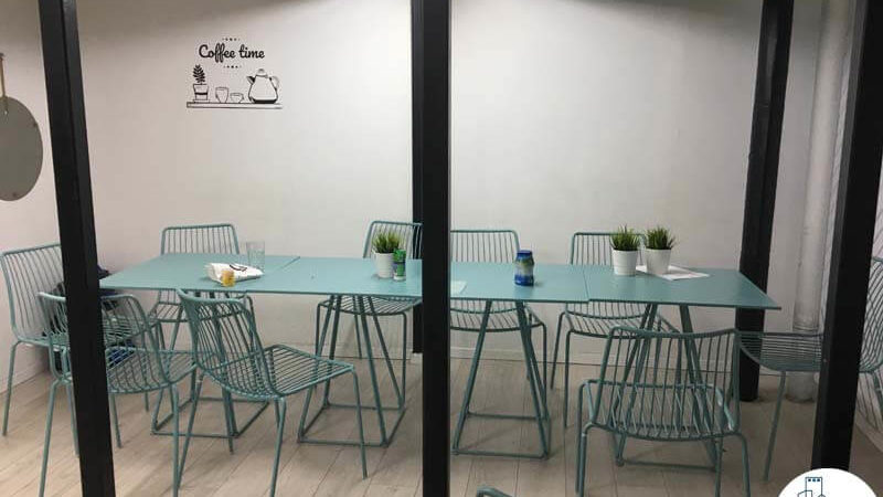 פינת אוכל במשרד ליד רכבת השלום תל אביב
