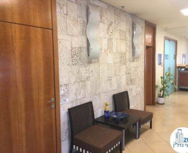 פינת ישיבה במשרד ברחוב הרכבת תל אביב