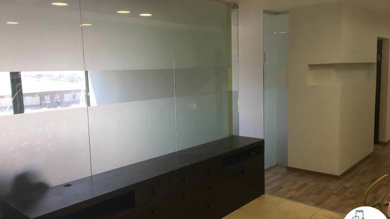 כניסה לחדרים במשרד בהלויל סלע 2000 תל אביב
