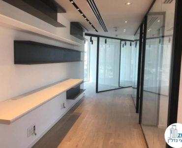 מסדרון מעוצב במשרד במגדל WE תל אביב