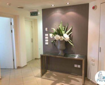 פינת כניסה במשרד במגדל לוינשטיין תל אביב