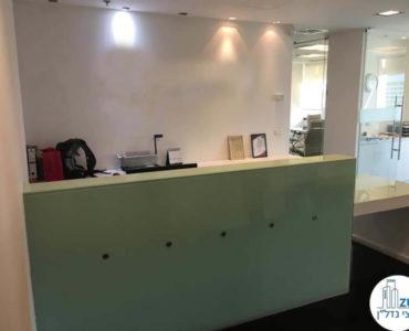 עמדת קבלה במשרד להשכרה לעורכי דין בתל אביב