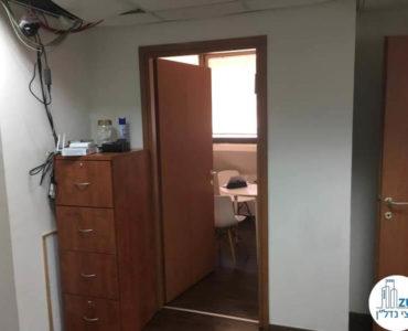 כניסה לחדר במשרד ברחוב גרוזנברג תל אביב