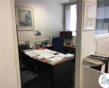 כניסה לחדר במשרד במתחם יגאל אלון תל אביב