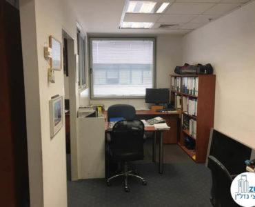 חדר עם ריהוט במשרד במתחם יגאל אלון תל אביב