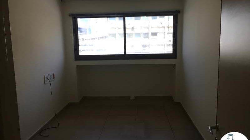 חדר עם חלון במשרד ברחוב קרמנצקי תל אביב
