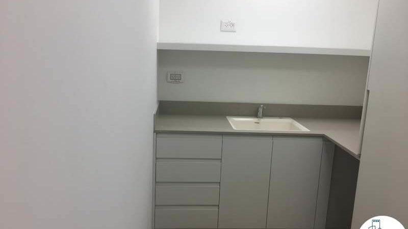 מטבחון במשרד להשכרה במגדל WE תל אביב