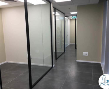 כניסה לחדרים במשרד במגדל WE תל אביב