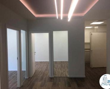 כניסה לחדרים במשרד להשכרה במגדל WE תל אביב