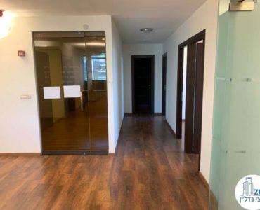 פינת כניסה במשרד להשכרה במגדל דניאל פריש תל אביב