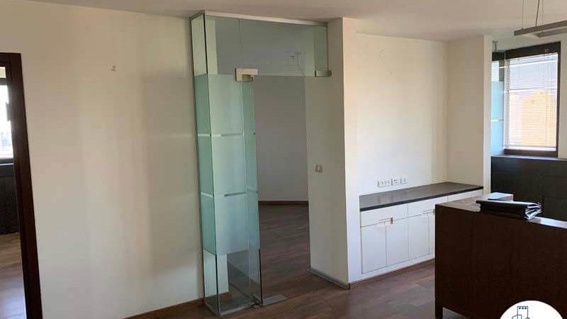 כניסה לחדר במשרד להשכרה במגדל דניאל פריש תל אביב