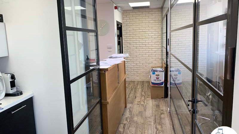 מסדרון במשרד להשכרה במגדל אלקטרה סיטי תל אביב