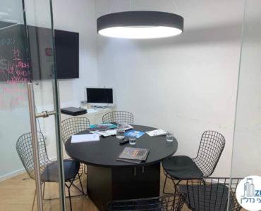 חדר ישיבות במשרד להשכרה במגדלי הארבעה תל אביב