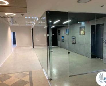 כניסה לחדר ישיבות במשרד להשכרה במתחם רוטשילד תל אביב