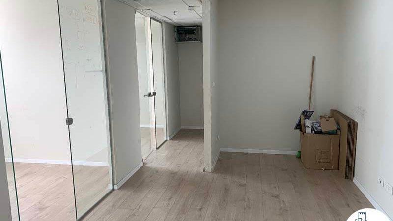 כניסה לחדרים במשרד להשכרה ליד עזריאלי תל אביב