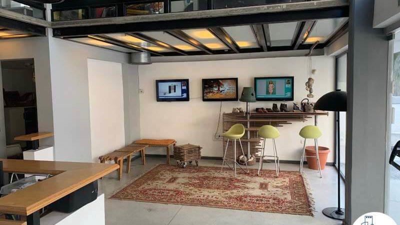 פינת כניסה במשרד להשכרה בשכונת מונטיפיורי תל אביב