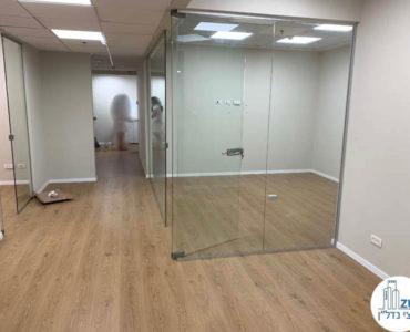 כניסה לחדרים במשרד להשכרה בתל אביב