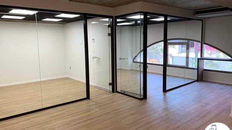 כניסה לחדרים במשרד להשכרה בשדרות רוטשילד תל אביב