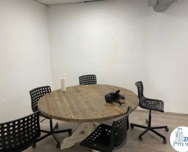 חדר ישיבות במשרד להשכרה ברחוב שדרות יהודית תל אביב