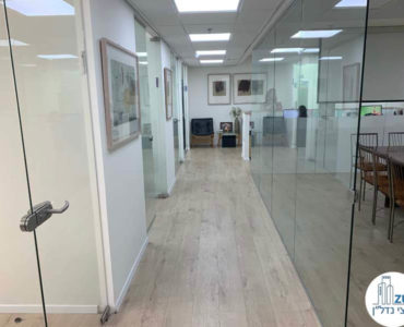 מסדרון במשרד להשכרה לעורכי דין בתל אביב