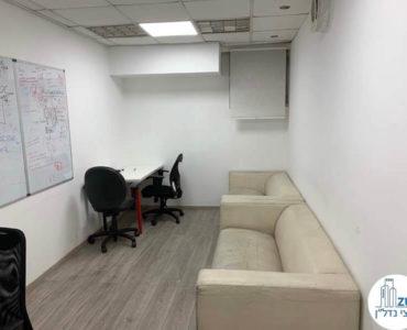 פינת ישיבה במשרד להשכרה ברחוב שדרות יהודית תל אביב