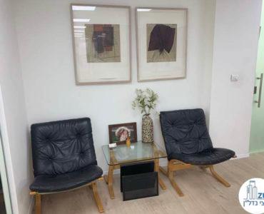 פינת המתנה במשרד להשכרה לעורכי דין בתל אביב