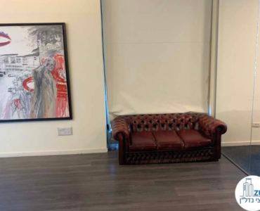 פינת ישיבה במשרד להשכרה בתל אביב