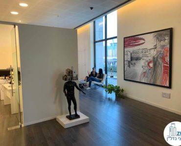 כניסה לחדר במשרד להשכרה בתל אביב